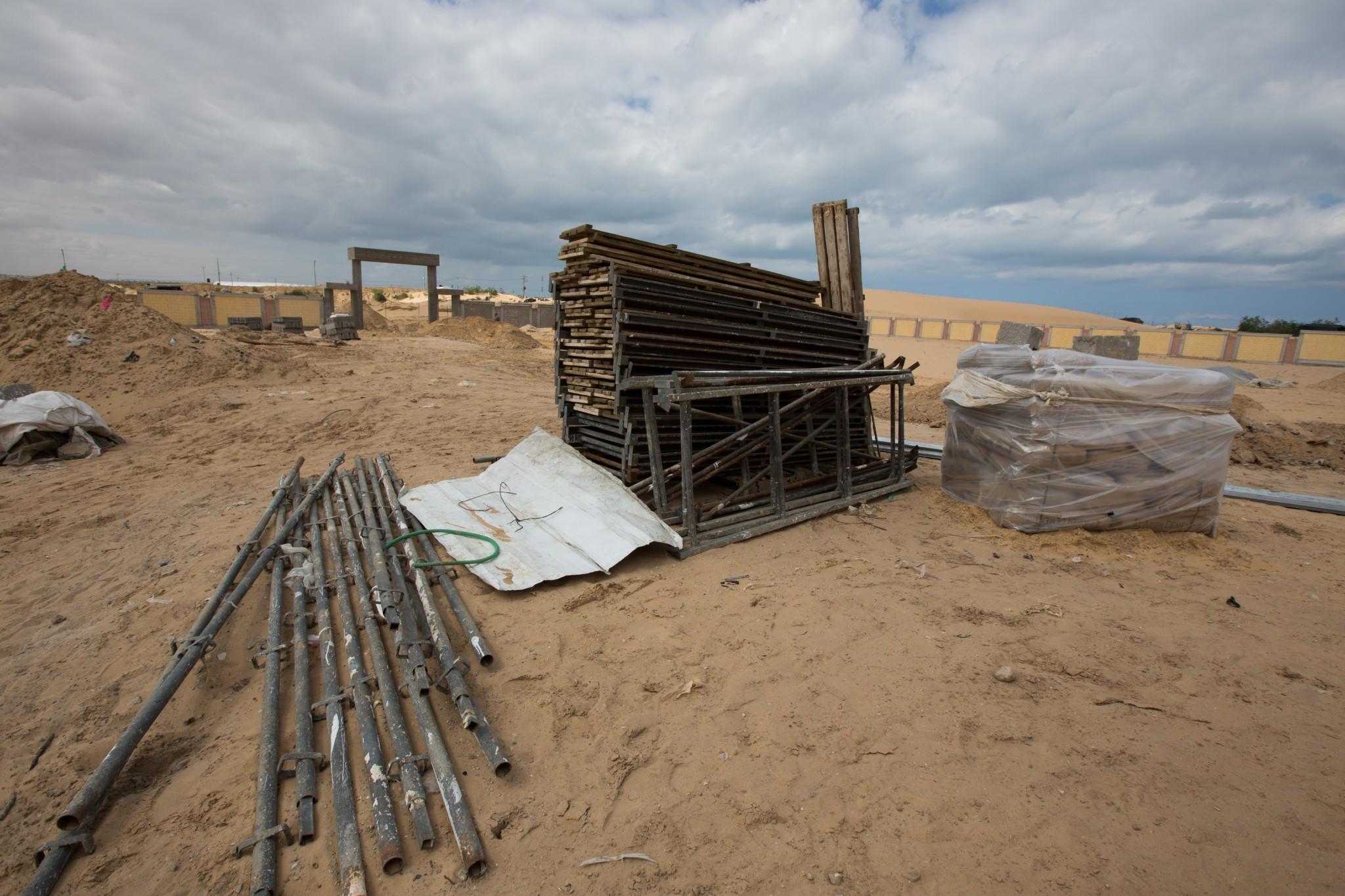 حوالي نصف هذه المواد استخدمت لمشاريع بناء تُموّلها حكومة قطر، والتي كان قد بدأ العمل فيها قبل بدء العمليات القتالية. تصوير: إيمان محمد