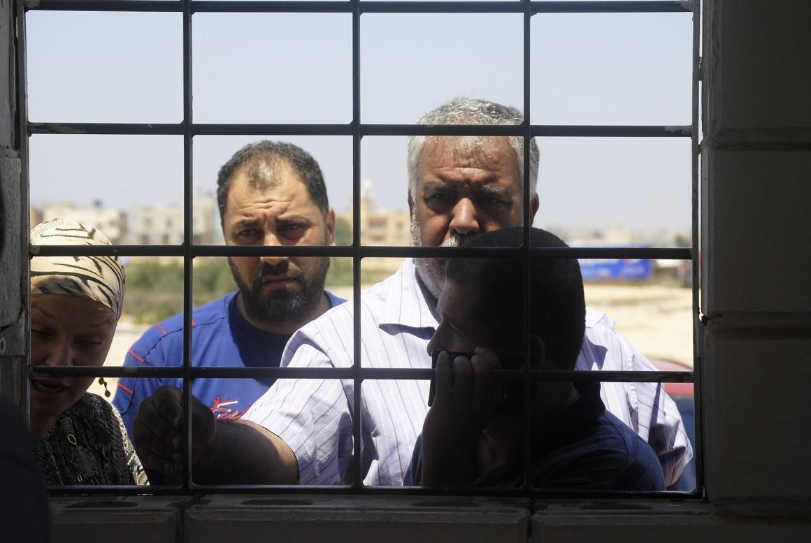 """إن فرض الإغلاق الاسرائيلي على قطاع غزة يجعل من معبر رفح بوابة الخروج الرئيسية التي يمكن لسكان القطاع التنقّل عبرها. تصوير: جمعية """"ﭼيشاه-مسلك"""""""