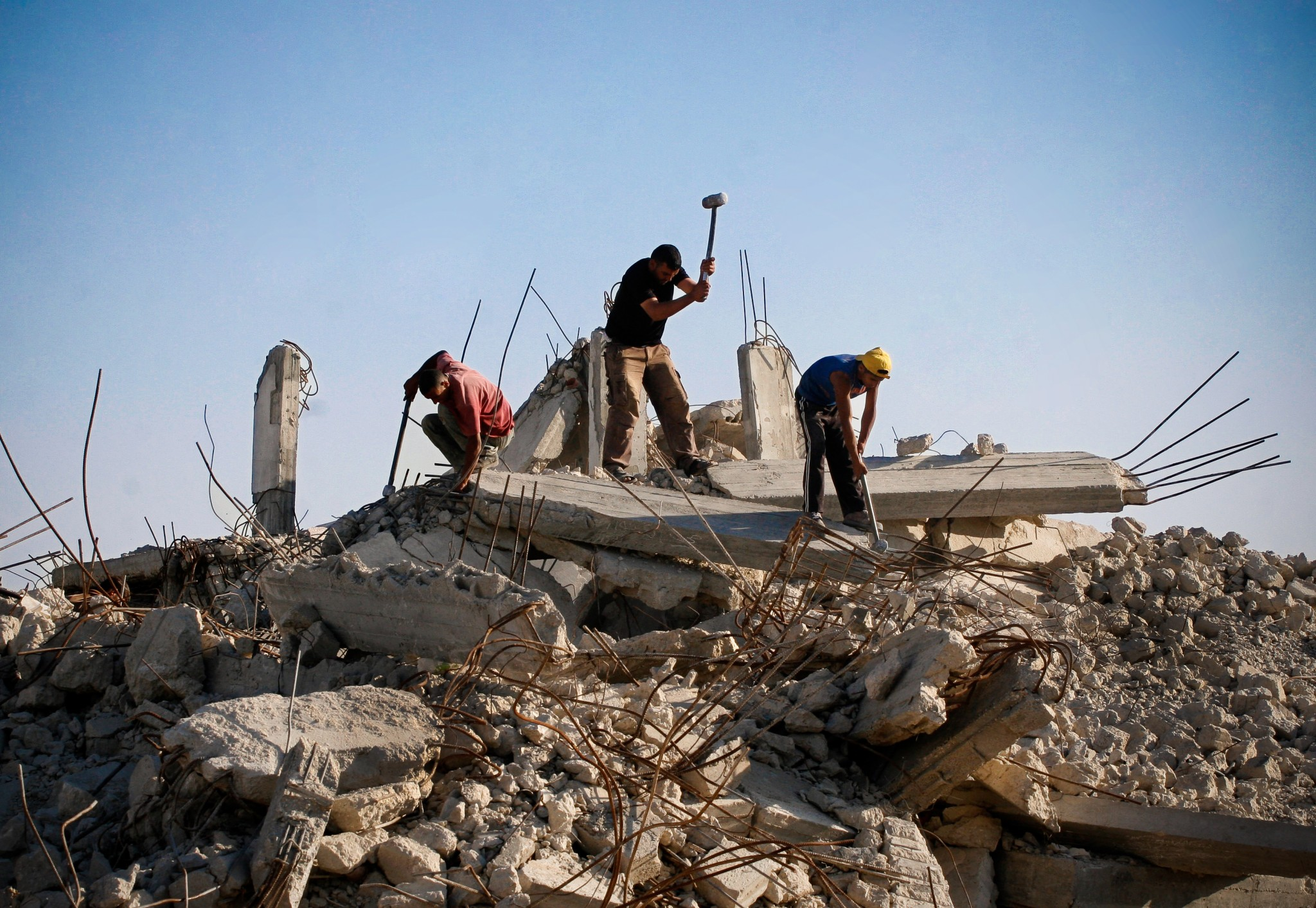 Construction workers in the Gaza Strip. Photo by Eman Mohammed